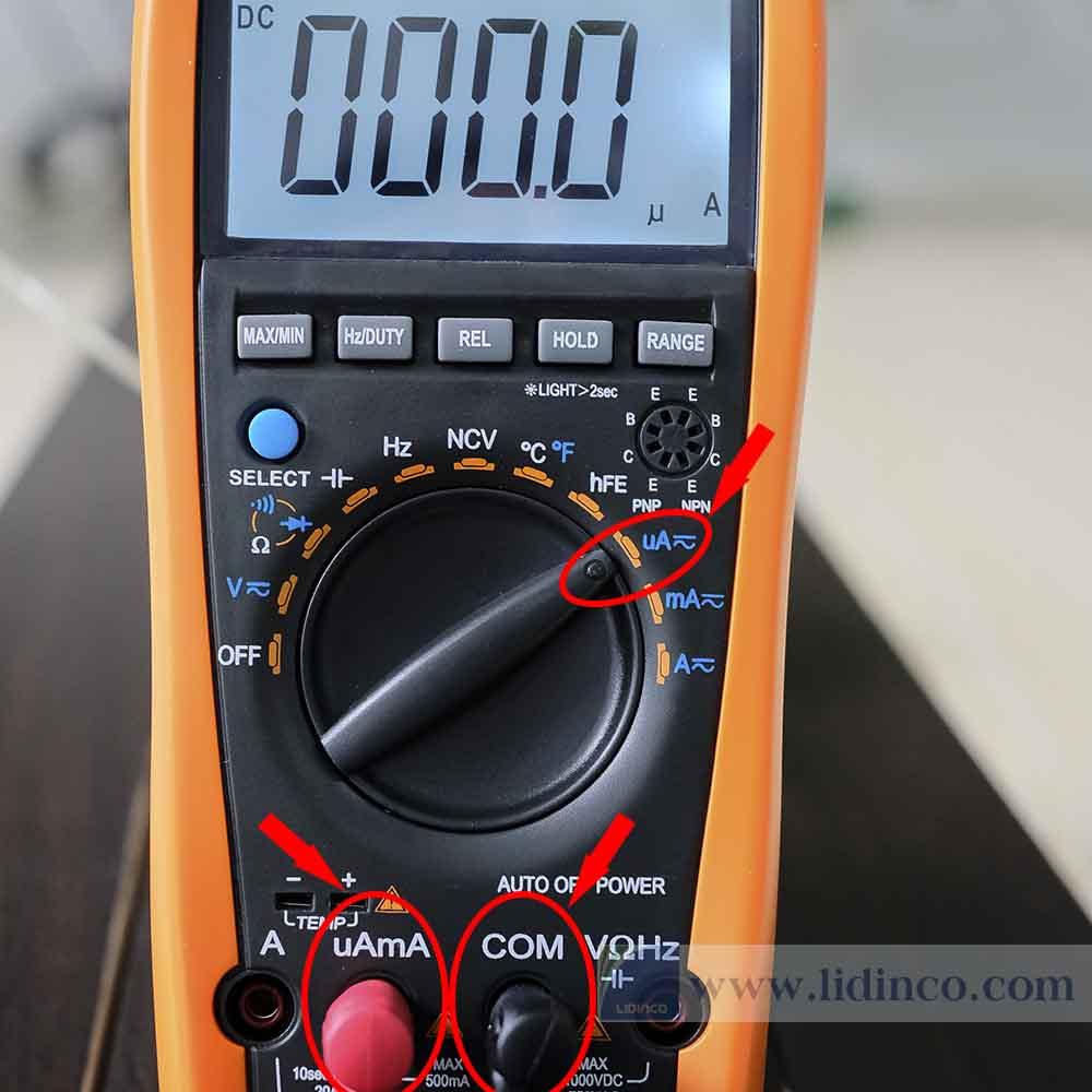 Chuyển qua thang đo dòng điện uA