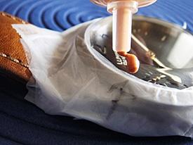 Sử dụng bột kim cương 6micron để đánh bóng thô mặt kính sapphire