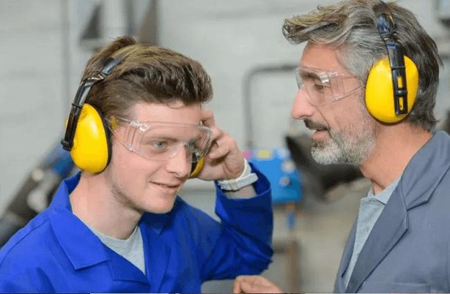 Chụp tai hiệu quả khi làm việc với tiếng ồn lớn
