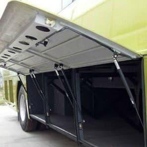 khoang hành lý xe khách sử dụng ty hơi chống đẩy