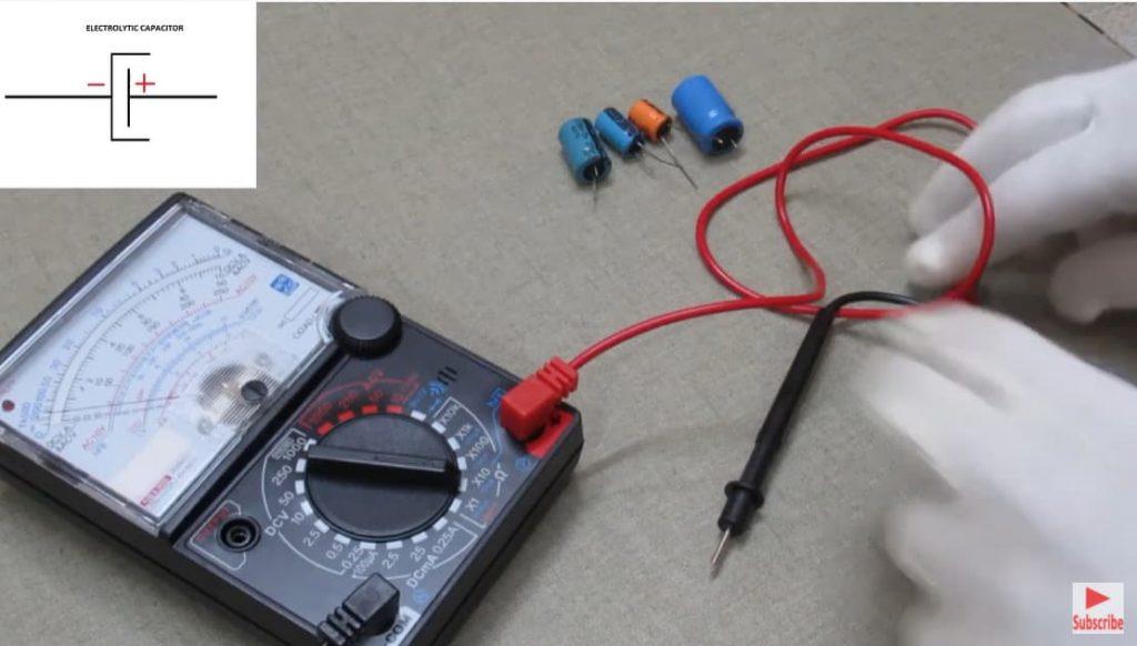 kiểm tra tụ điện bằng đồng hồ vạn năng kim