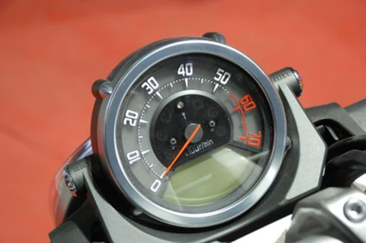 đồng hồ đo tốc độ sử dụng trong xe